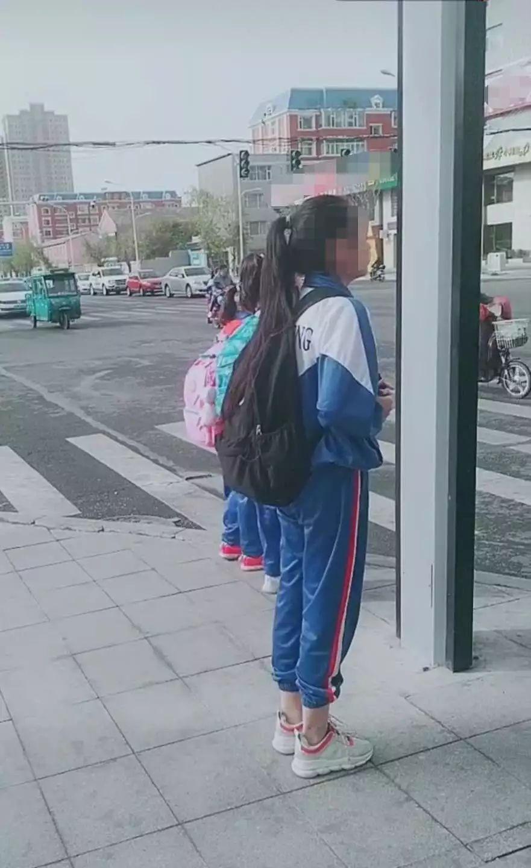 """【城事】""""中国式过马路""""今日却被白城这几个小学生打破啦!"""
