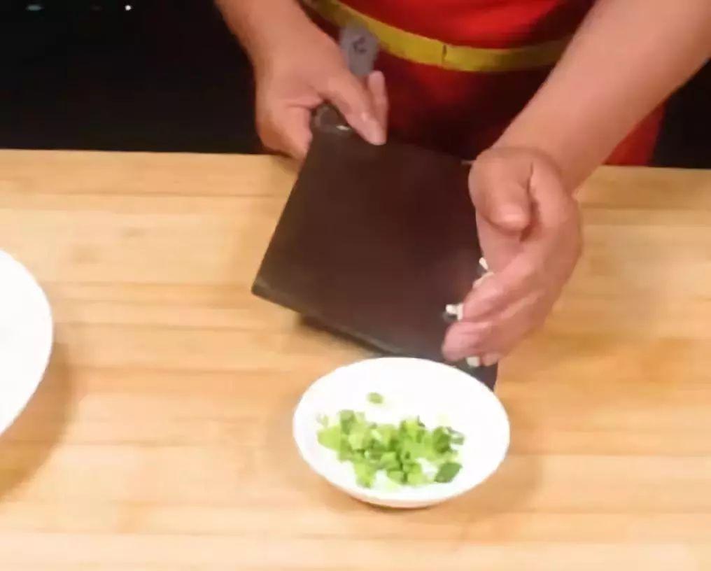 【健康美食】土豆新做法:不炒、不炸、还不切一刀,出锅全家都抢着吃