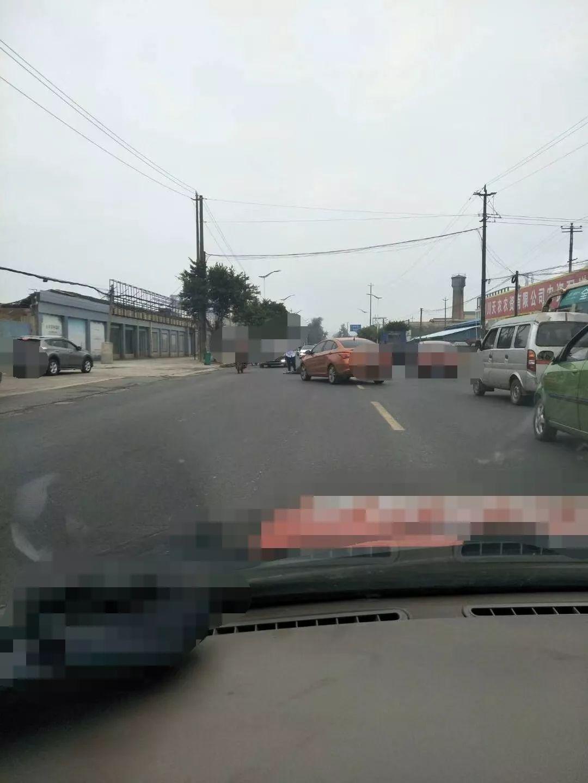 今早,夹江黄土加气站外发生一起交通事故!!!