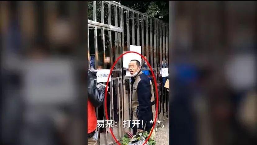 """泸州男子违规硬闯小区,妻子到场施展拳脚""""硬核""""管教!"""