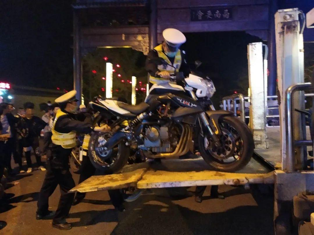 深夜被泸州街头的赛摩声吵醒?泸州交警出手了!