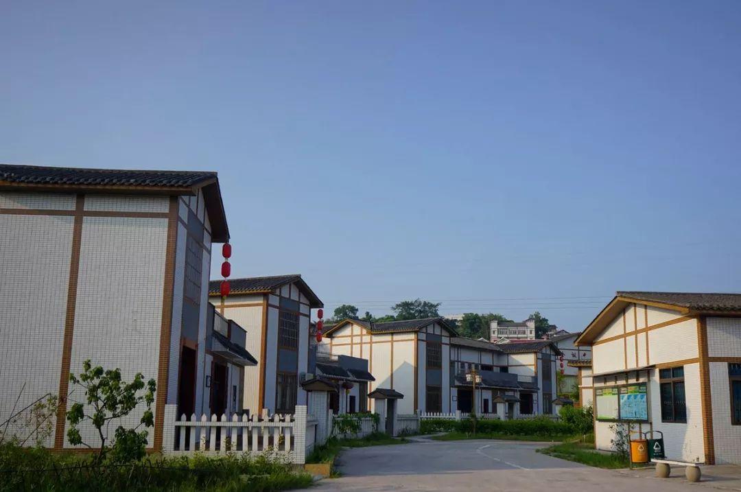 刚刚公布!户口在农村的泸州人有福啦!政府要帮你盖新房!