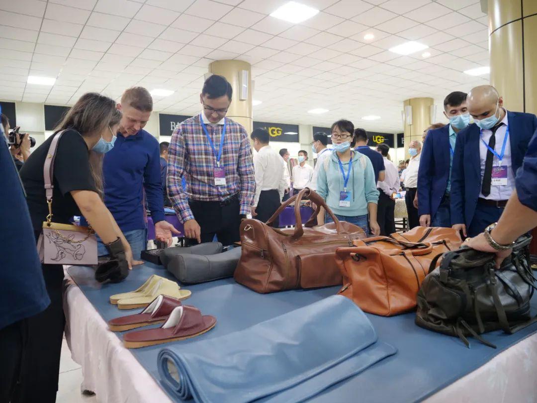 第二十八届中国(辛集)国际皮革博览会在我市国际皮革城拉开帷幕,23个国家,112人齐聚辛集!