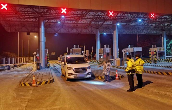 凌晨4点:泸州民警查获非法运输烟花、盗窃家禽案