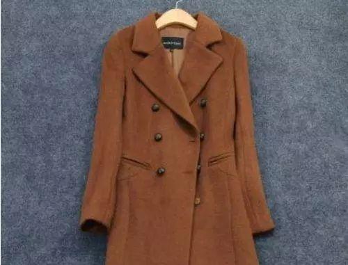 服装店老板说漏嘴:买羊绒大衣时,这三种不要买!当心是假货