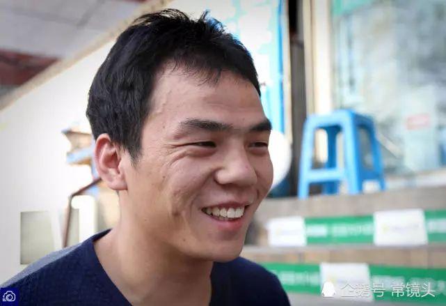 洛阳无腿男孩赚钱为哥哥买房哥哥曾辍学打工供他上学