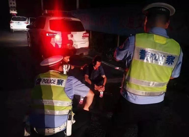 晚上十点!金寨高速上发生了一男子抢夺驾驶员方向盘的惊险事件…