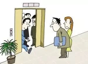电梯里面为什么一定会有一面镜子?你肯定想不到原因竟是——