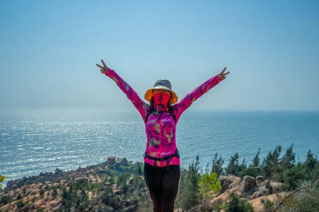 4.8非周末 在惠州地道玩海,�@�l海岸�你去�^�]?勇�J巨石�,攀�^峭壁,越�^沙��,在礁石林�a里野餐