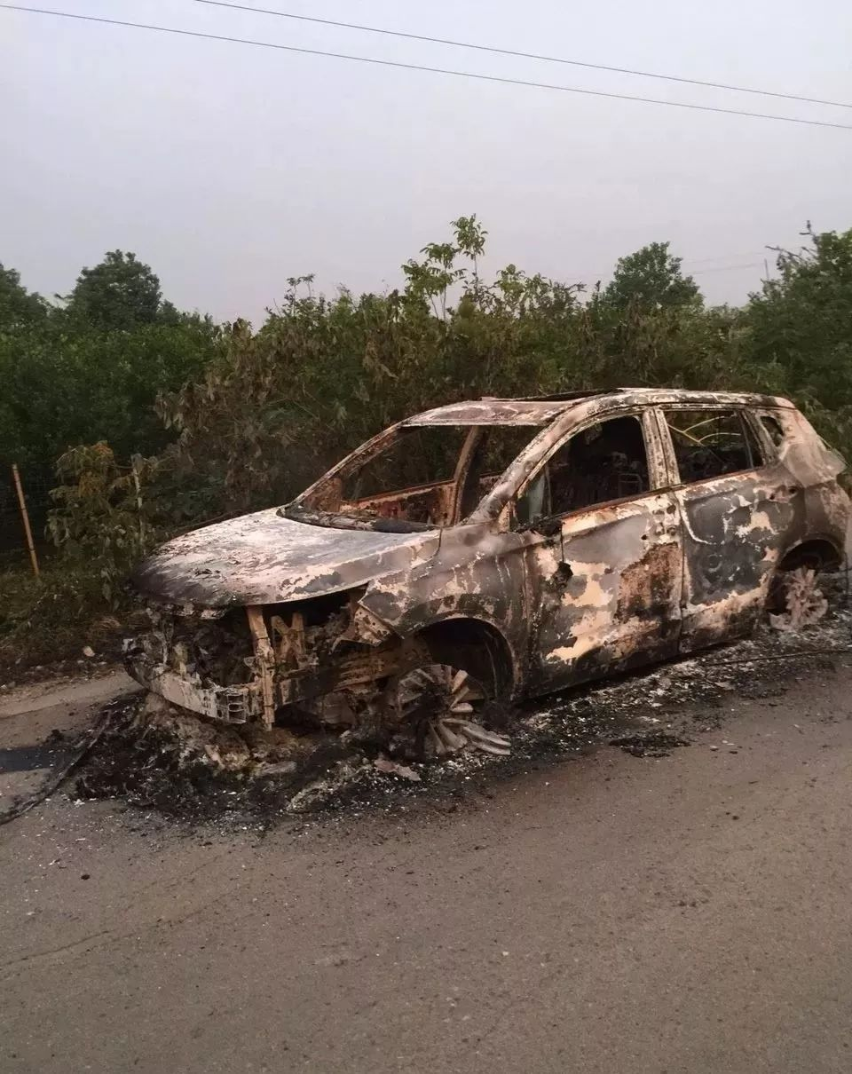 事发荆门!一辆SUV起火,瞬间被烧成空壳!现场太吓人!
