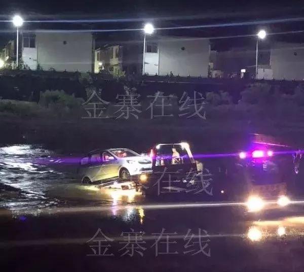 视频|昨日夜里,青山汤店大桥下的惊险一幕!