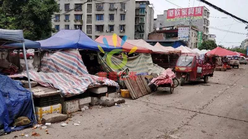 仁寿这主干道上,都成了印度棚户区了,太乱了希望管理。