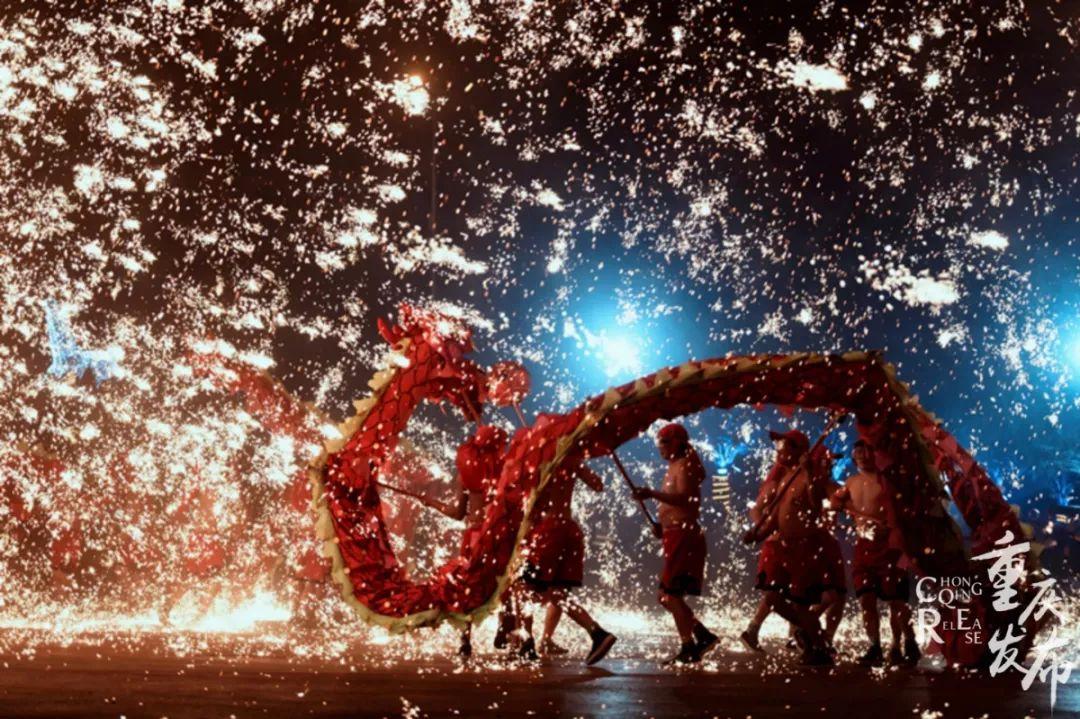 �@里很重�c|���c火共舞:�c燃夜幕,盛放山城光彩!