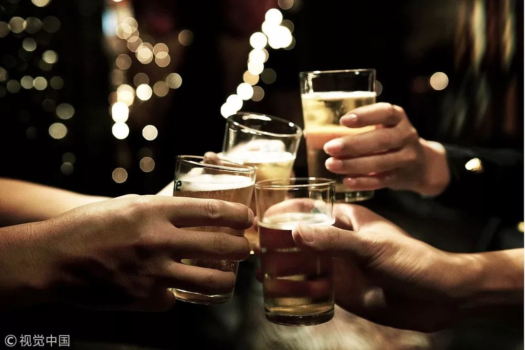 00后宿舍喝酒致高位截瘫,6名同学被判赔20余万!