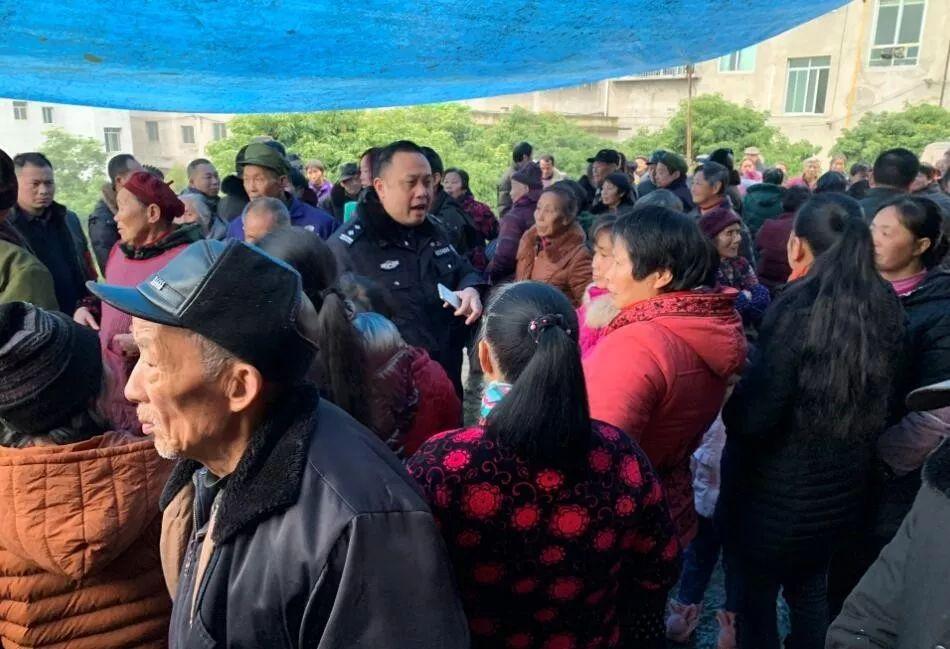 """泸州合江百余名村民参加非法聚会营销,钱差点就被""""豁""""了"""