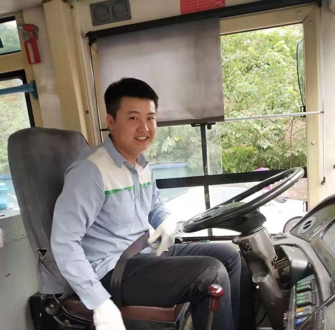 """�o州:乘客突然昏厥,公交�""""120""""�o急送�t"""