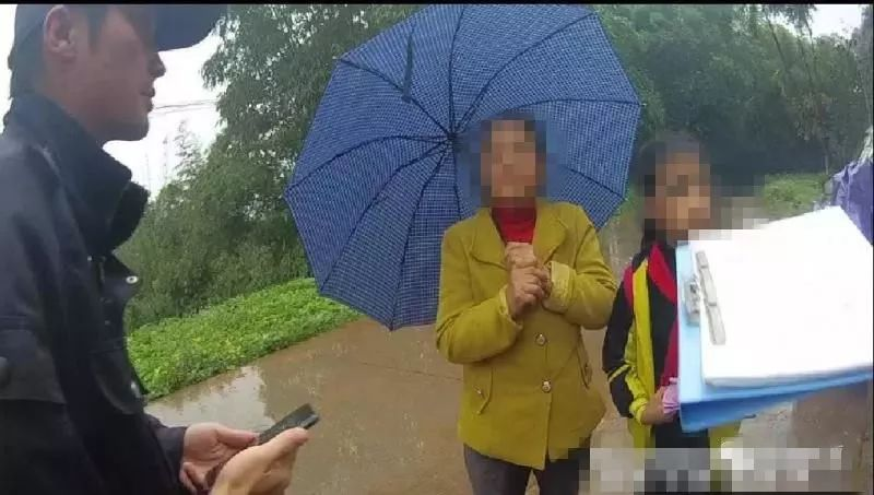 """泸州女孩上厕所玩""""失踪"""",民警搜寻1小时找到"""