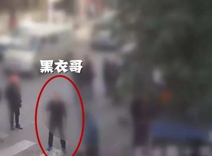 泸州2男子为争停车位当街打架,双双被拘5日
