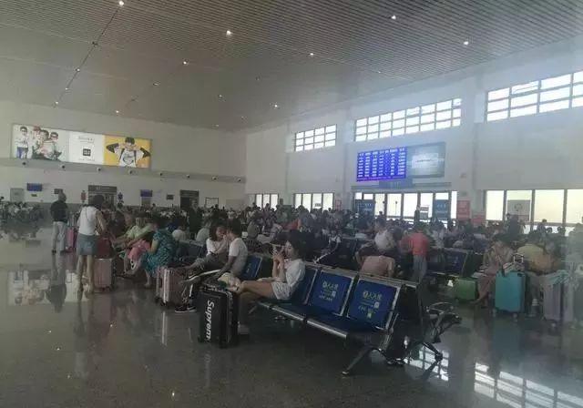 """""""过渡""""客运专线和70公里外泸州人的高铁站"""