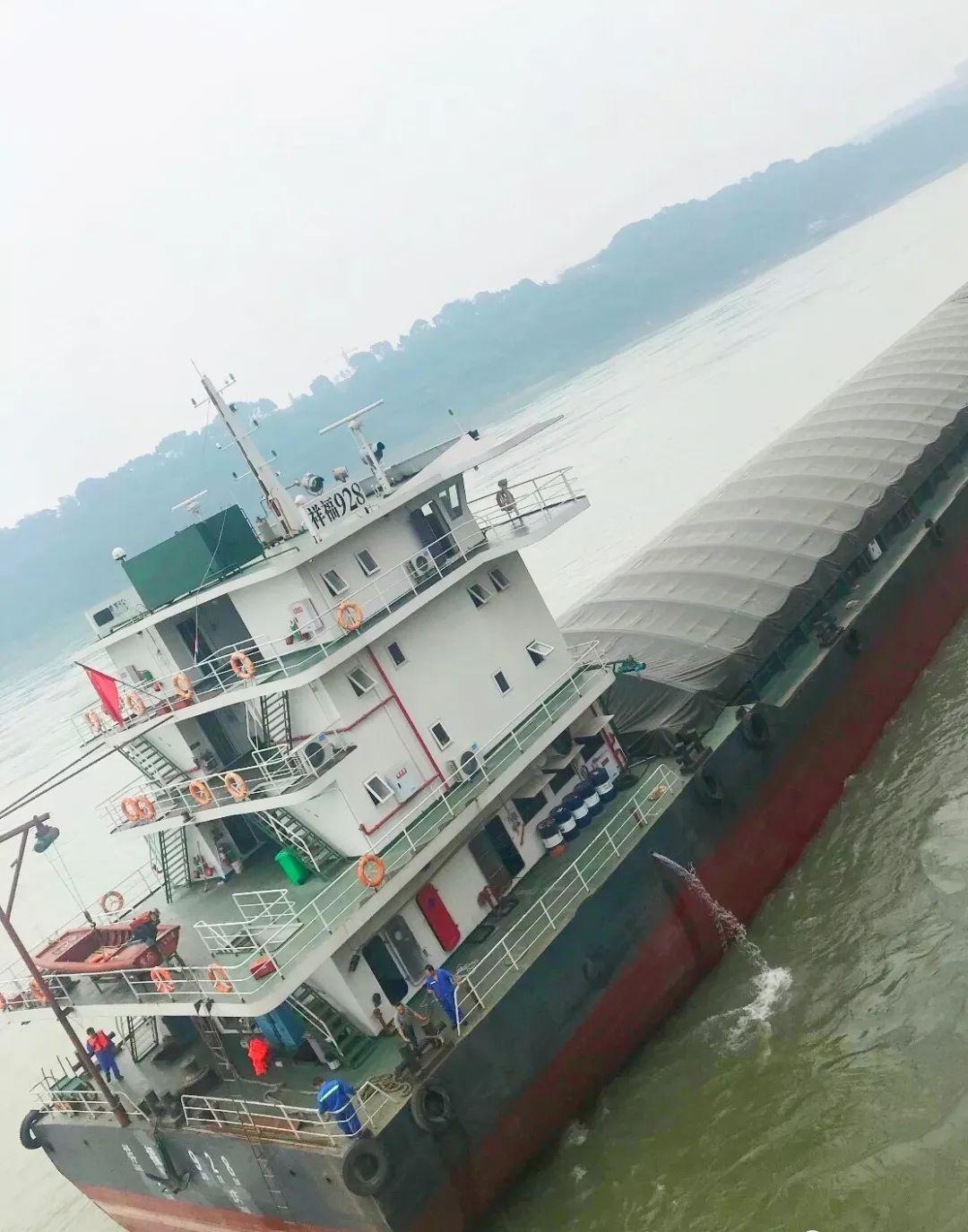 泸州港再次喜迎万吨巨轮
