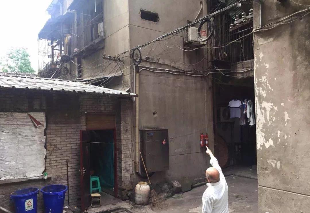 泸州老太长年深夜高音喇叭扰民,周边居民:遭不住了!