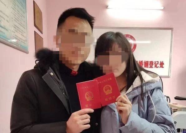 """泸州男子办理结婚登记,民警全副武装现场""""证婚"""""""