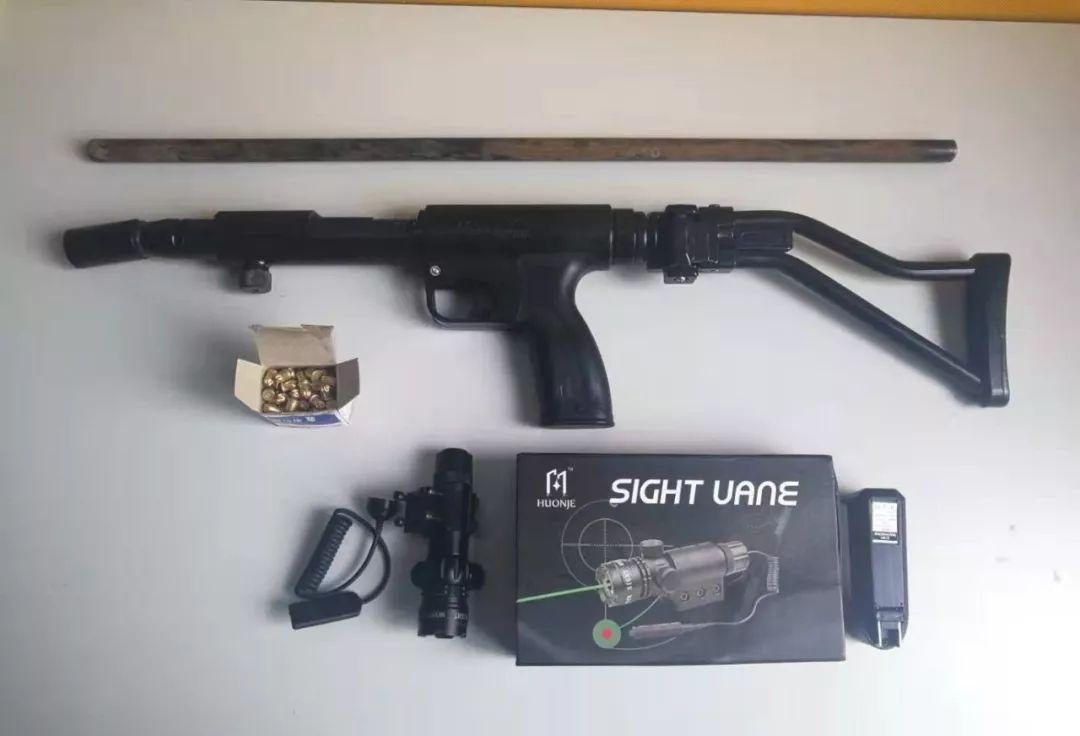 """泸州2男子""""某多多""""上买材料,自己组装枪支,已被警方抓获"""