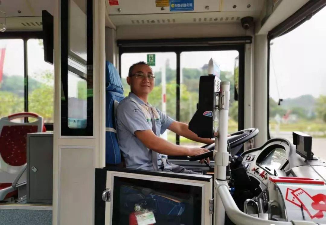 泸州公交司机拾金不昧,女大学生新学期生活费失而复得!