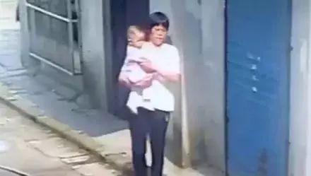 """女婴在家人眼皮底下被抱走,这种""""熟人""""一定要警惕!"""