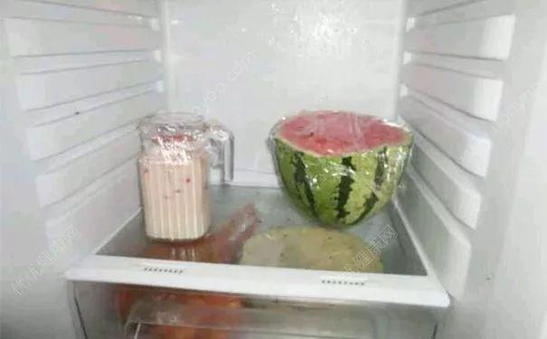 涨姿势!放冰箱的西瓜要切掉一厘米再吃?