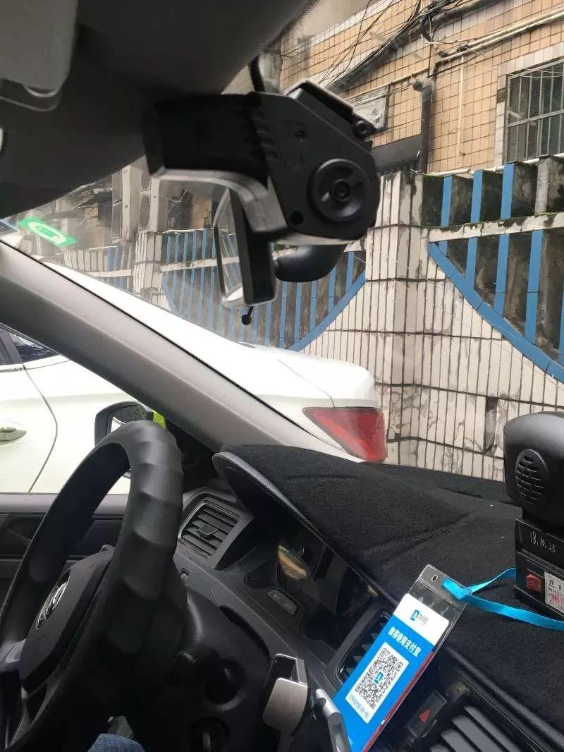 东西掉车里了别慌!泸州部分出租车内新增摄像头