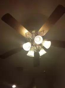 惊悚!深夜家中天花板传来弹珠掉落声!楼上并没有人在玩…