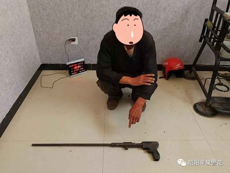 喝酒赌枪法,男子自愿用裆部当他人靶标被击中后报警