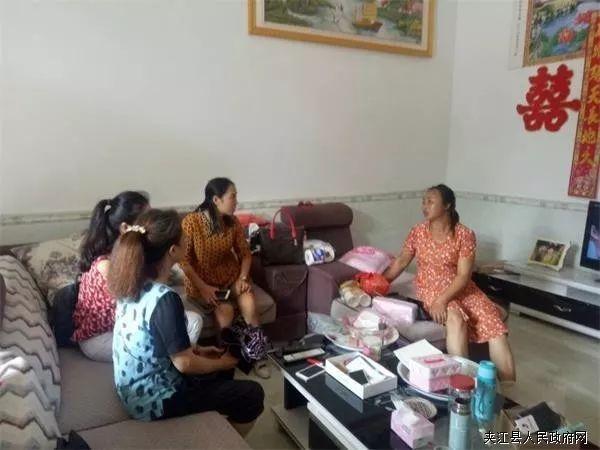 夹江县统计局帮扶责任人走访贫困户