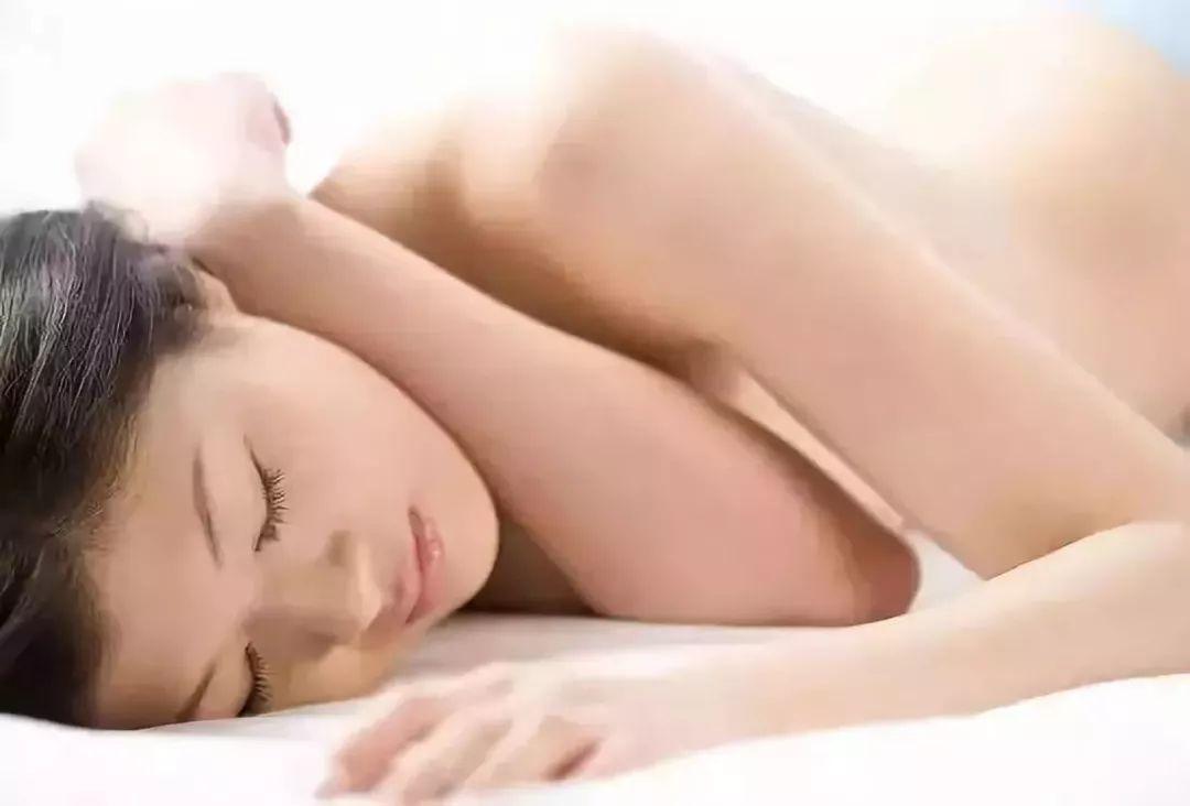"""""""裸睡""""竟然有这些神奇功效,现在知道还不晚!"""
