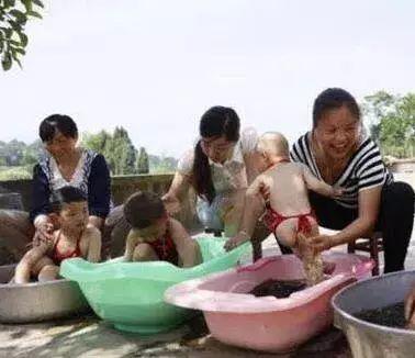 【人文东方】东方端午节习俗:系五彩线洗粽叶水