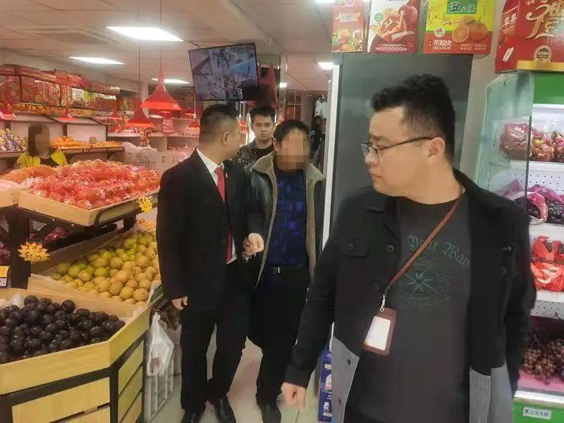 本地资讯 叶集一水果店老板欠钱不还,还玩消失……
