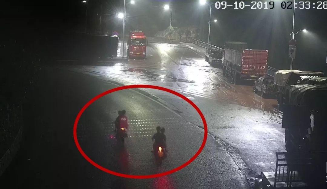 6少年盗窃摩托车去成都旅游,觉得太远半路放弃,结果被警方抓获