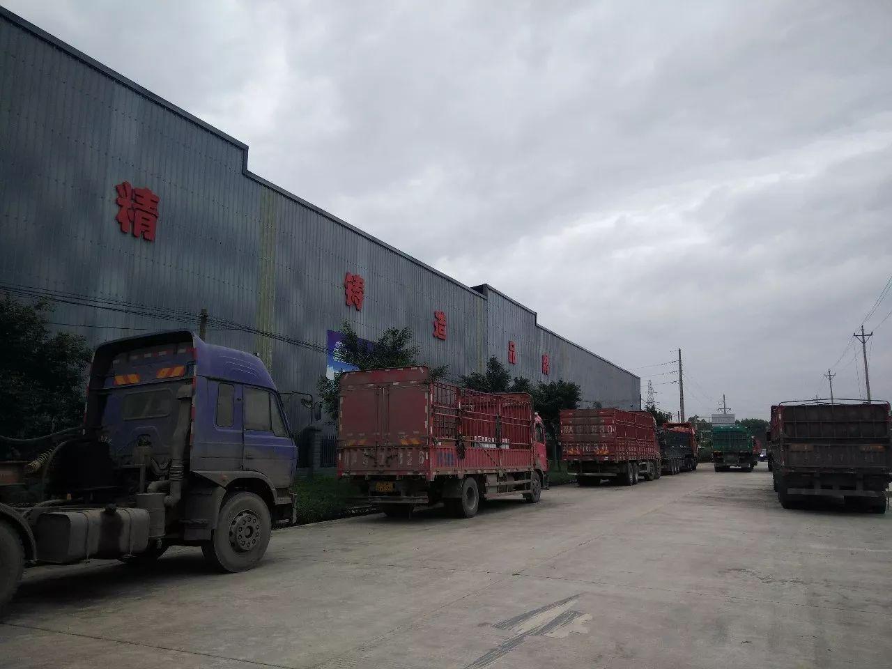 """""""金九银十""""卖砖正当时,夹江这里拉砖的货车经常排长队!"""