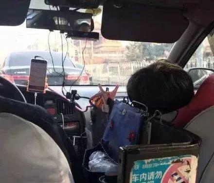 56岁司机携病妻开出租被差评:你没经历世间的穷,所以不懂人间的苦