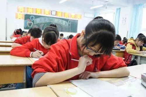 掇刀蜀黍们为了学子们能考中自己理想的高中也为他们紧张了一把