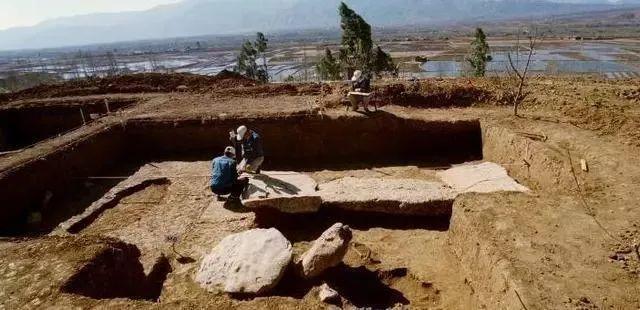 六安这座古墓中出土一件残缺文物,因上面一个字,它竟成一级国宝!