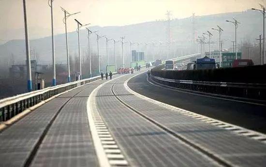 【今日头条】谁干的?!世界首条高速光伏路刚开通没几天,就被偷走一块