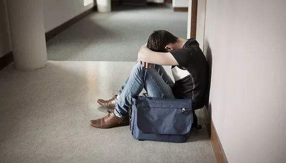 """16岁男生被网恋女友带到""""工厂""""打工,之后的遭遇令人后怕!"""