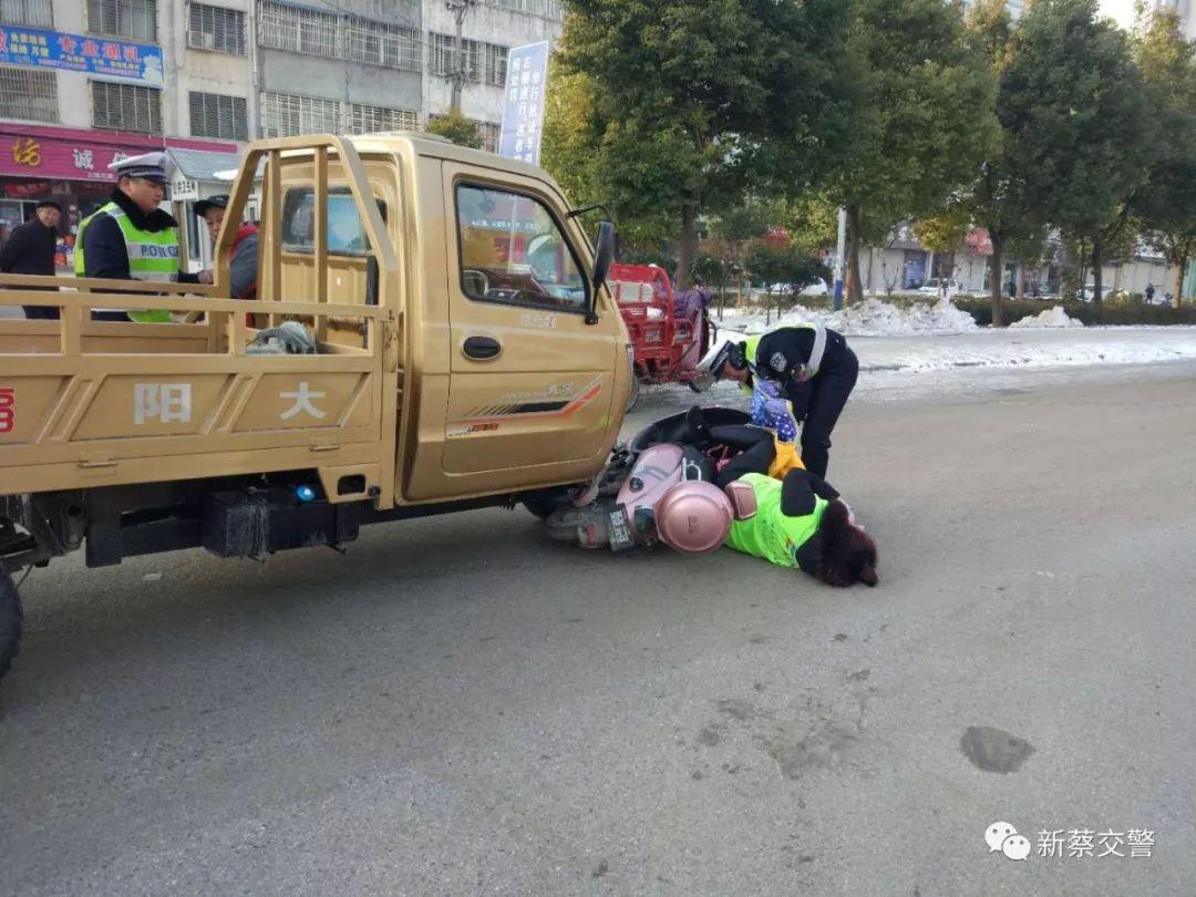昨天新蔡�h南城�T附近�l生一起交通事故。