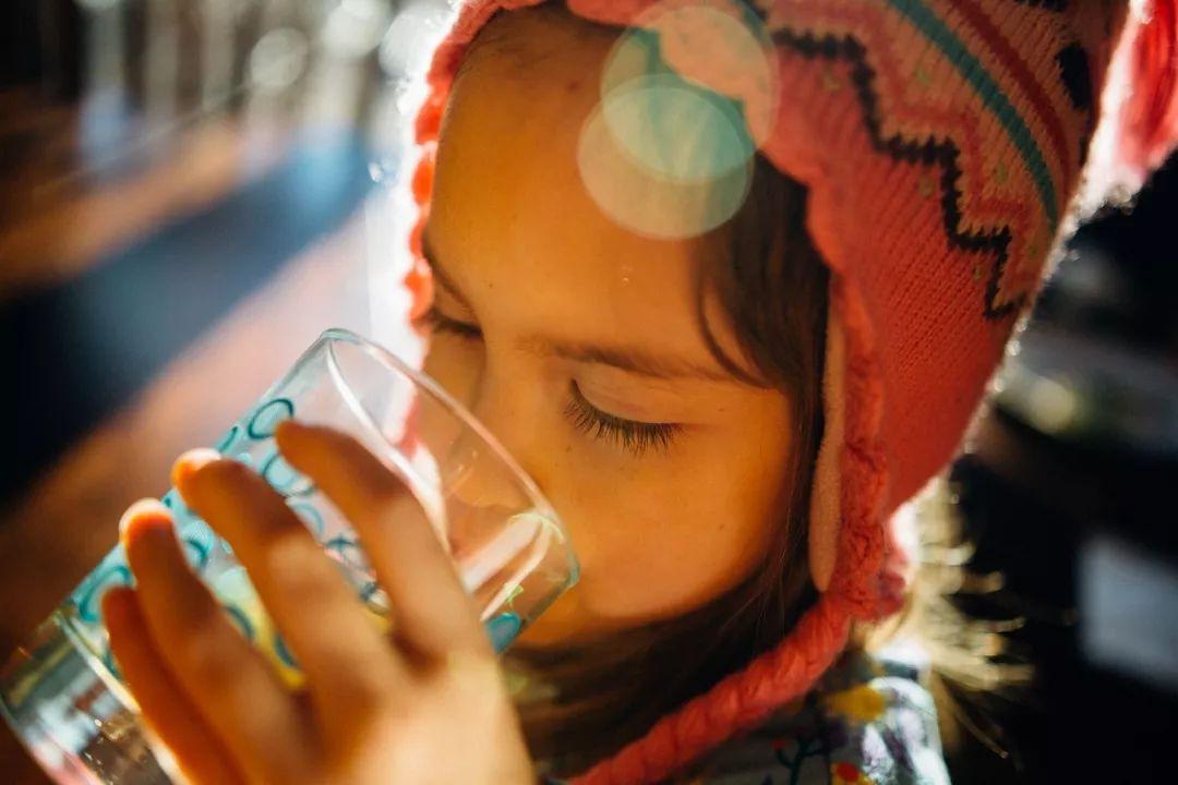 每天多喝水,一周后进了ICU:网上盛传的养生谣言,你有没有被骗到