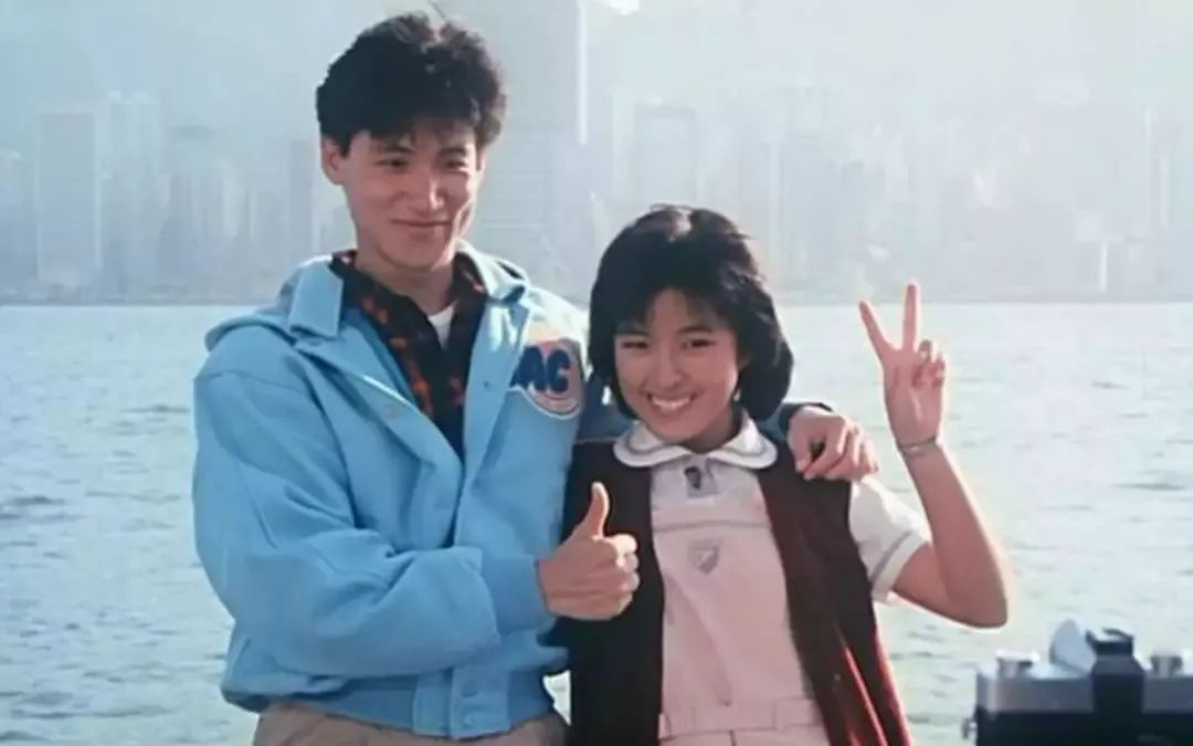 歌神张学友的妻子53岁了还是很美,在事业巅峰时退出娱乐圈结婚!