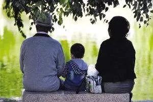 老人向儿子儿媳索要14万带孙费,仁寿人你觉得这种费用该不该给?