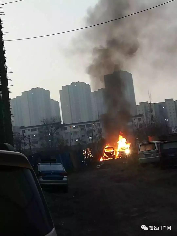镇雄有两张车被烧成空架子,好黑人!
