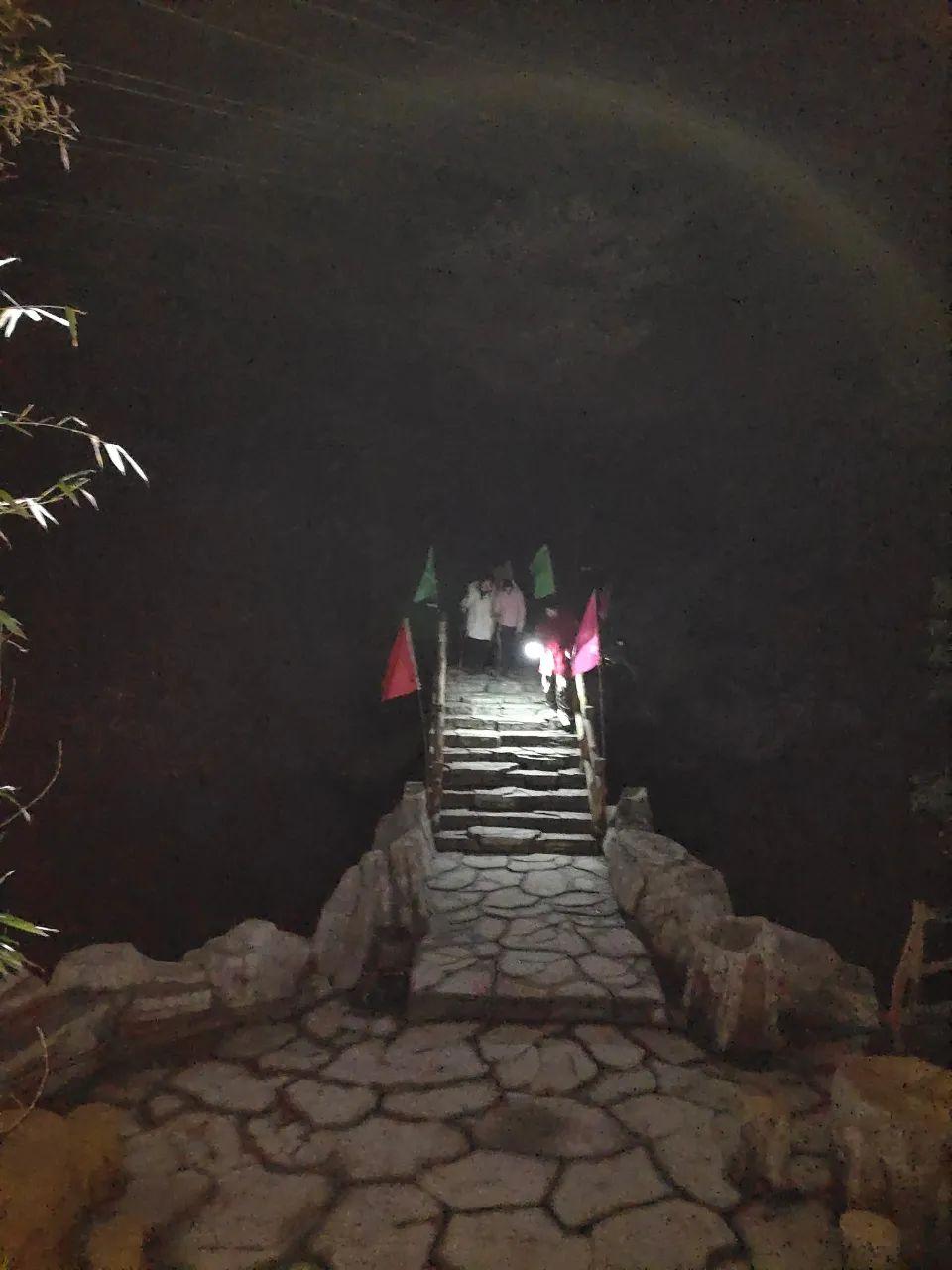 失联7小时!西河景区深夜开启户外游客走失救援
